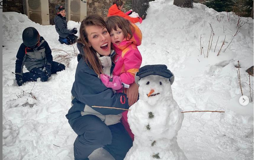 Милла Йовович отметила Рождество с семьёй. Фото instagram.com/millajovovich