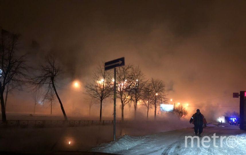 Прорыв трубы на проспетке Большевиков. Фото https://vk.com/spb_today