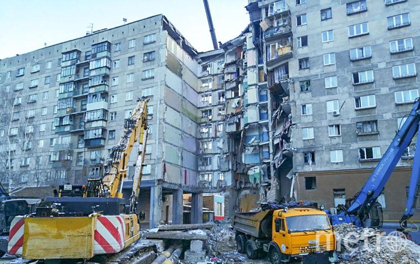 В результате взрыва бытового газа произошло обрушение подъезда жилого дома. Фото AFP