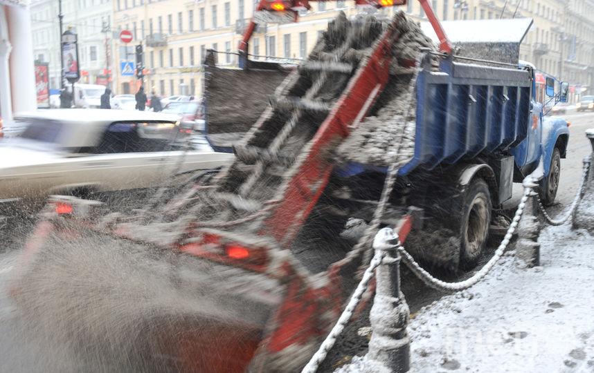 "Уборка снега в Петербурге. Фото Святослав Акимов, ""Metro"""