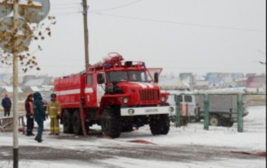 В Уфе горел нефтеперерабатывающий завод. Фото www.02.mchs.gov.ru