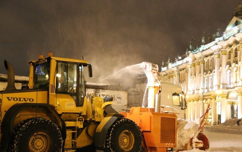 На следующей неделе в Петербурге ожидаются новые снегопады. Между тем дорожники и коммунальщики пока не могут справиться с уже выпавшими осадками. Фото Комитет по благоустройству Санкт-Петербурга
