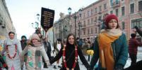 Кришнаиты станцевали в центре Петербурга: Самые яркие фото
