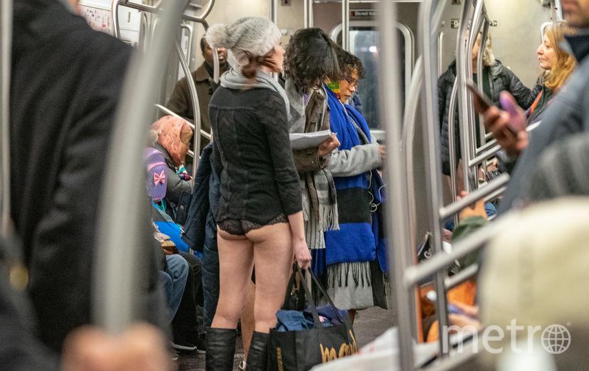 """Акция """"В метро без штанов"""" в Нью-Йорке. Фото AFP"""
