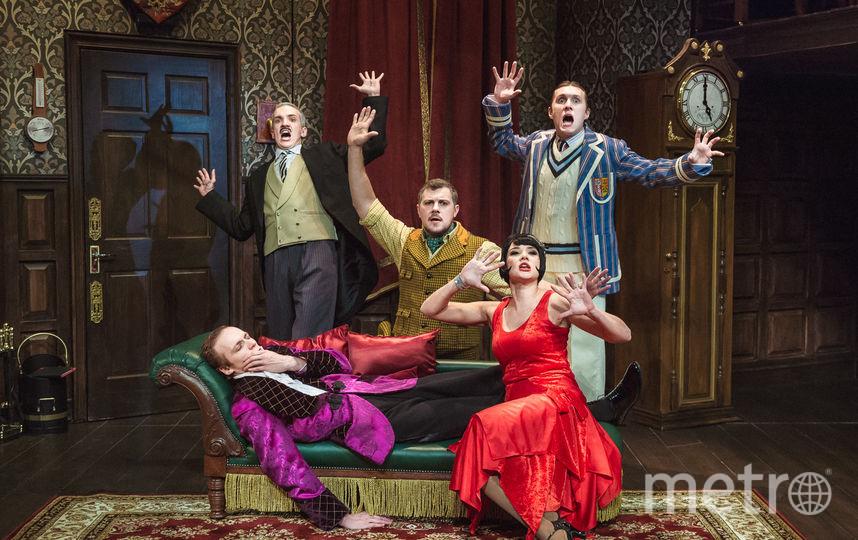 Сцена из спектакля. Фото Театральная компания «Московский Бродвей».
