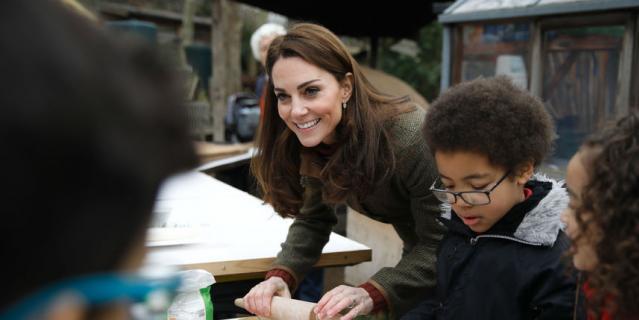 Кейт Миддлтон приготовила пиццу с детьми.