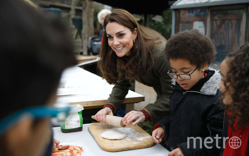 Кейт Миддлтон приготовила пиццу с детьми. Фото Getty