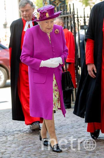 Архив фото. Елизавета II любит подобные яркие цвета, какой продмемонстрировала Кейт Миддлтон 16 января. Фото Getty