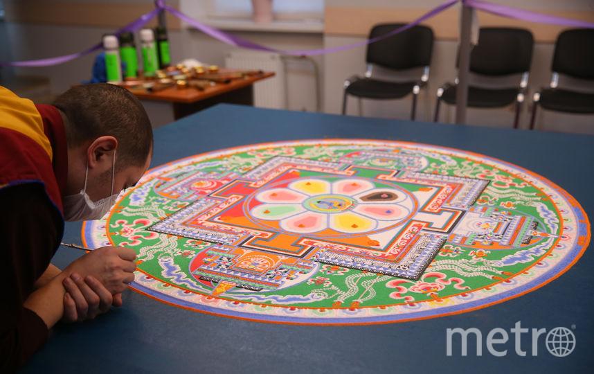 Мандала напоминает тонкий круглый ковёр ручной работы. Фото Василий Кузьмичёнок