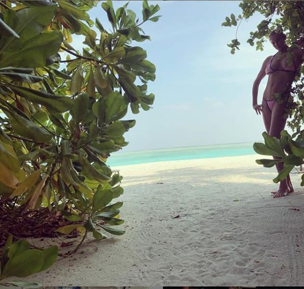 """Волочкова на Мальдивах сделала и выложила более 60-ти фото и видео. Фото https://www.instagram.com/volochkova_art/, """"Metro"""""""