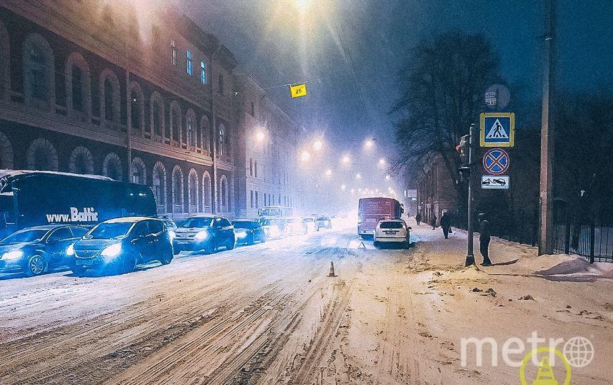 """ДТП в темное время суток. Фото https://vk.com/dorinspb, """"Metro"""""""