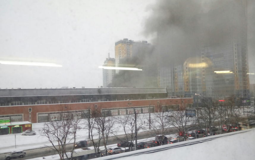 Пожар в типографии на Ленинском проспекте. Фото vk.com/spb_today