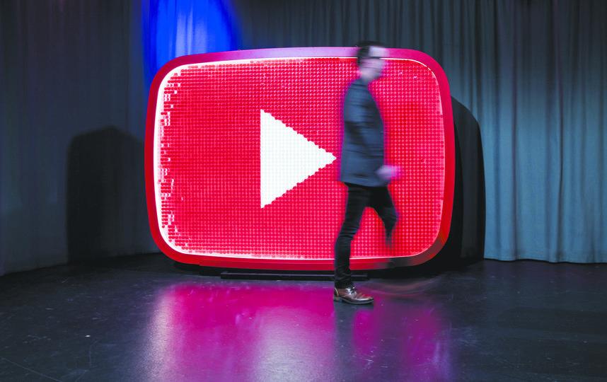 YouTube запретил опасные пранки и челленджи. Фото Getty