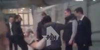 Настя Рыбка отчаянно сопротивлялась при задержании в Шереметьево. Видео