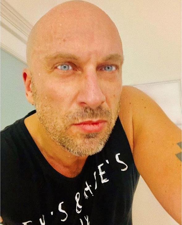 """Нагиев заменил фото без штанов приличным селфи. Фото https://www.instagram.com/nagiev.universal/, """"Metro"""""""
