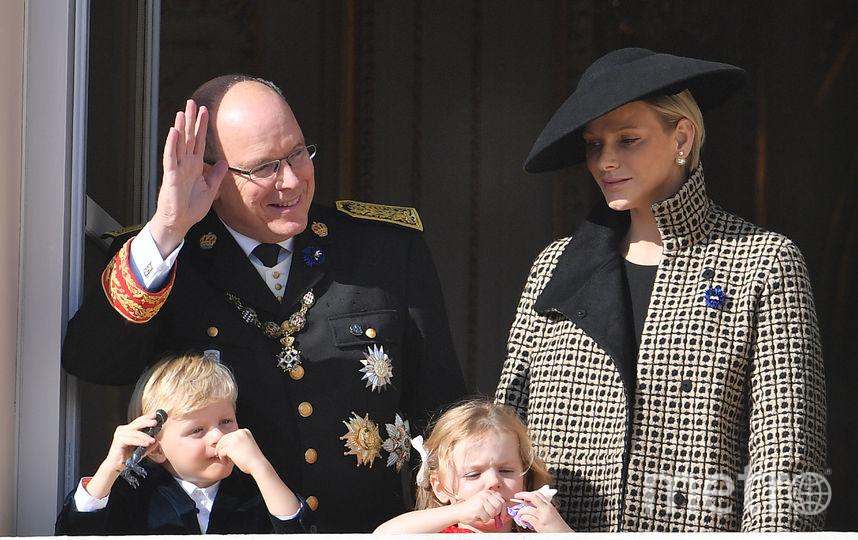Княгиня Шарлен с мужем и детьми. Фото Getty
