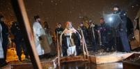Снежная гроза не помешала купанию на Крещение в Москве: яркие фото