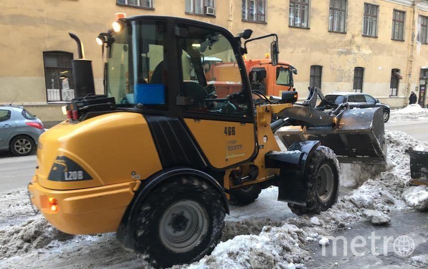 """Уборка снега в Петербурге. Фото gov.spb.ru, """"Metro"""""""