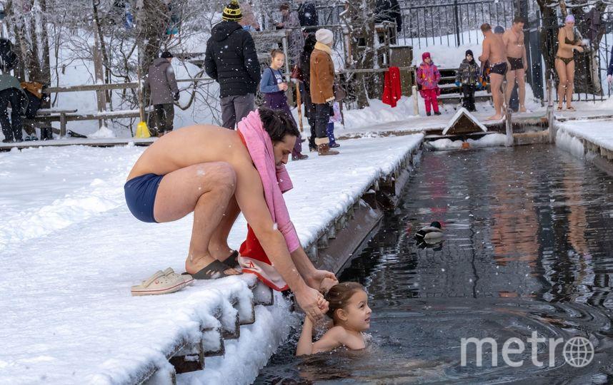"""Крещениские купания в Озерках. Фото Алена Бобрович, """"Metro"""""""