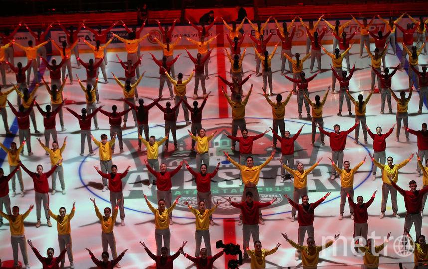 Представление перед открытие мастер-шоу, на льду было 400 человек. Фото Photo.khl.ru, Голованов Андрей, Юрий Кузьмин, Владимир Беззубов