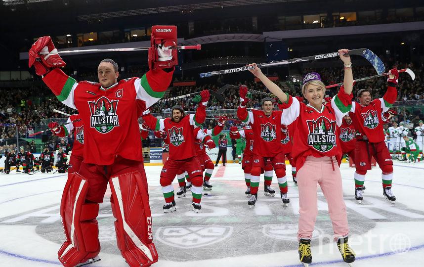 Танец Натальи Кларк. Фото Photo.khl.ru, Голованов Андрей, Юрий Кузьмин, Владимир Беззубов