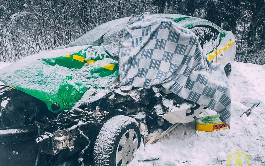 """В столкновении такси и автобуса погиб водитель """"легковушки"""". Фото vk.com/dorinspb"""