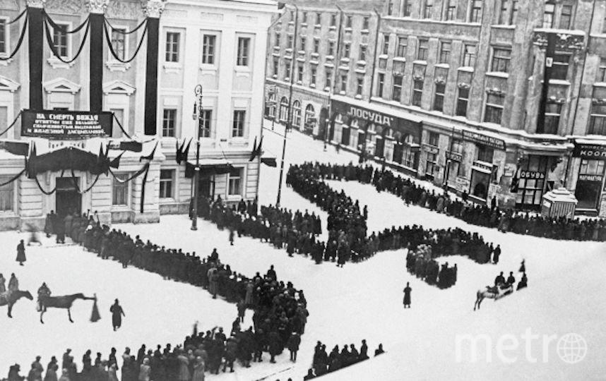 Очередь в Колонный зал Дома Союзов 25 января 1924 года. Фото РИА Новости