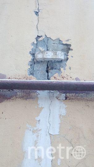 """Стены трещат"": Петербуржцы пожаловались на трещины на домах. Фото mytndvor, vk.com"