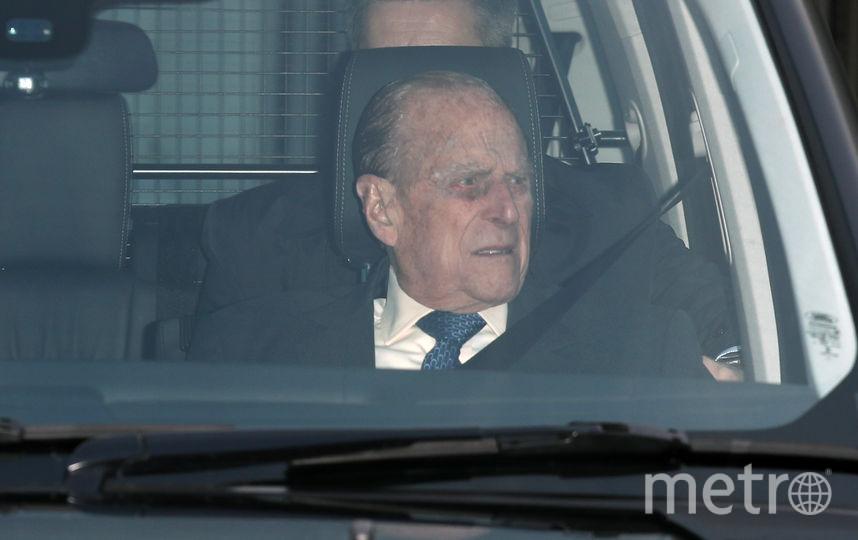 В 97 лет принц Филипп продолжает водить авто. Фото Getty