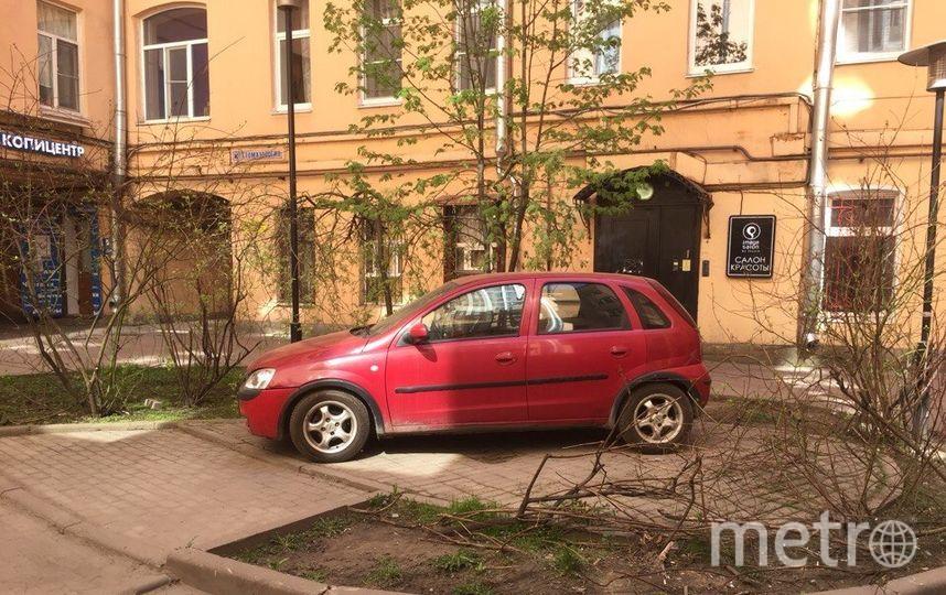 Петербуржцы хотят закрыть проходные дворы от машин. Фото mytndvor, vk.com