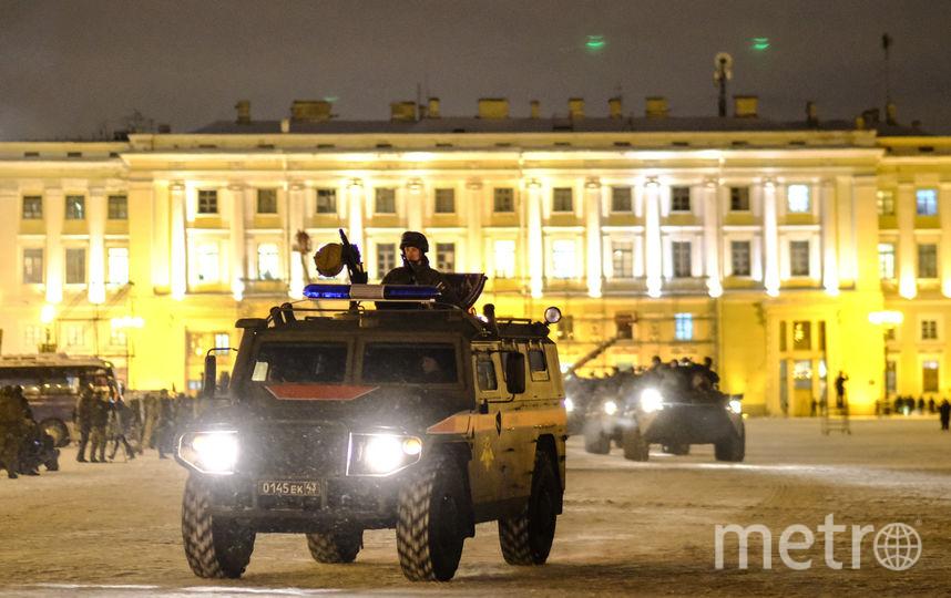 "Ночная репетиция парада в Петербурге. Фото Святослав Акимов, ""Metro"""