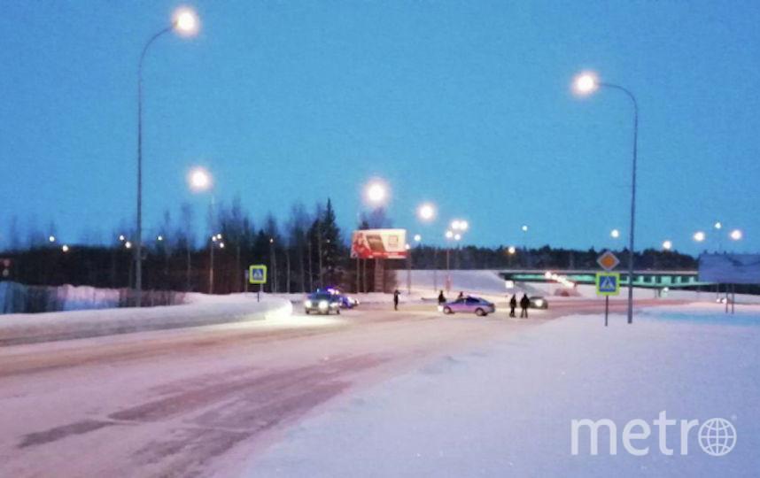 У аэропорта Ханты-Мансийска. Фото РИА Новости