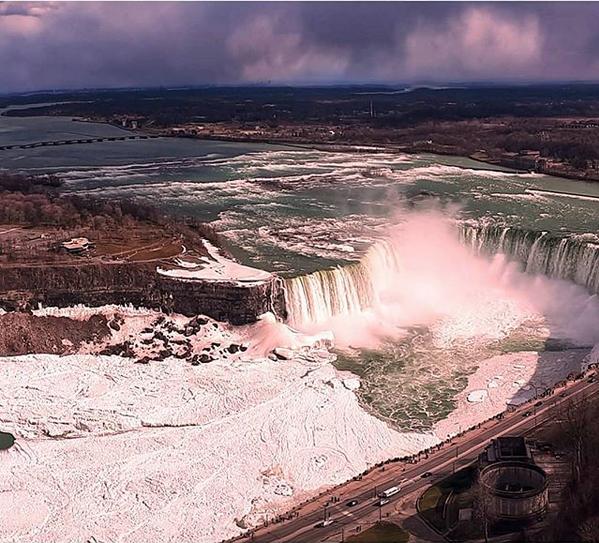 Ледяными видами восхищаются пользователи в Сети. Фото Скриншот instagram.com/zackdar/