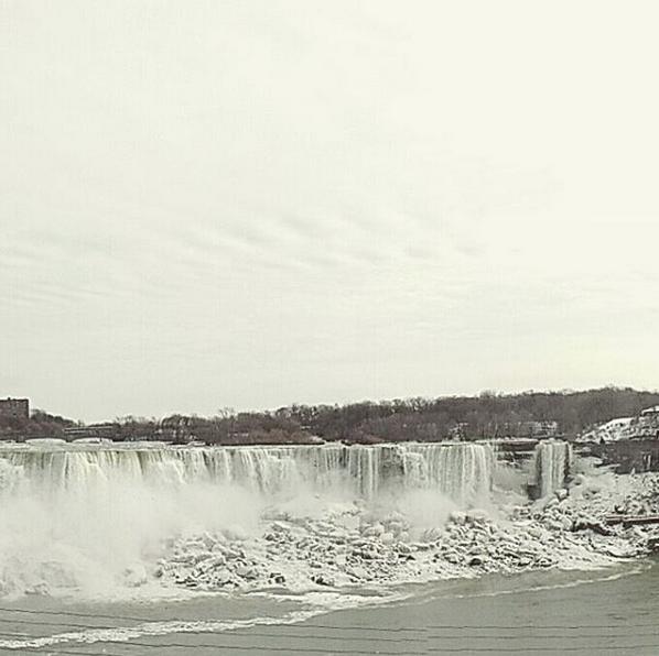 Ледяными видами восхищаются пользователи в Сети. Фото Скриншот instagram.com/naxii_flyer/