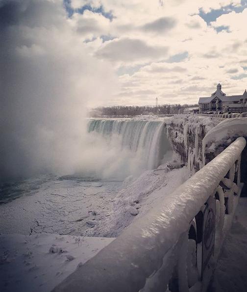 Ледяными видами восхищаются пользователи в Сети. Фото Скриншот instagram.com/rawynieves/