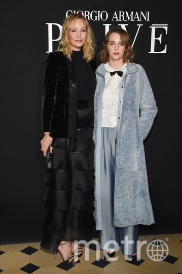 Показ Armani на Неделе моды в Париже. Ума Турман с дочкой. Фото Getty