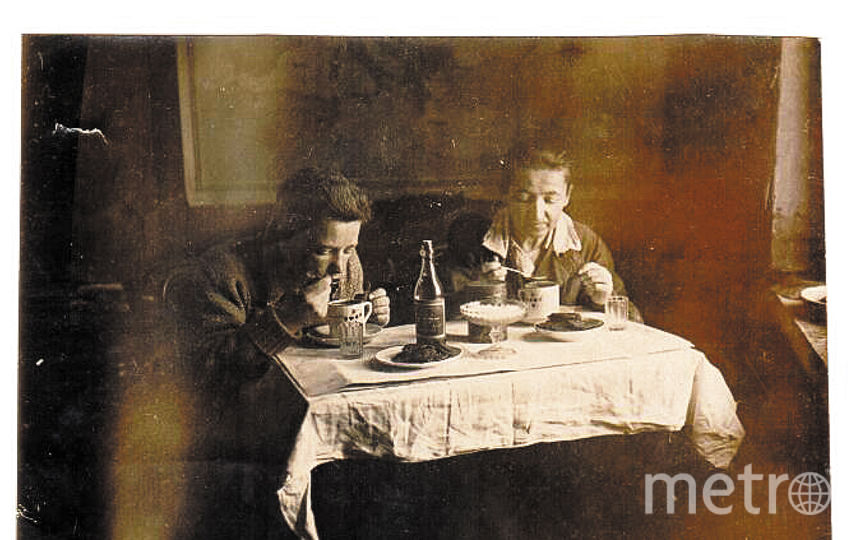 """Варвара Гаврилина и ее сын Анатолий встречают новый, 1942 год. Фото предоставлено Любовью Прокофьевой, """"Metro"""""""