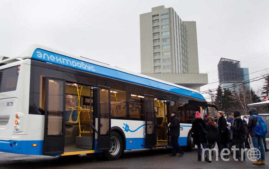 Кнопки открытия дверей заработали в автобусах и электробусах Москвы. Фото Василий Кузьмичёнок