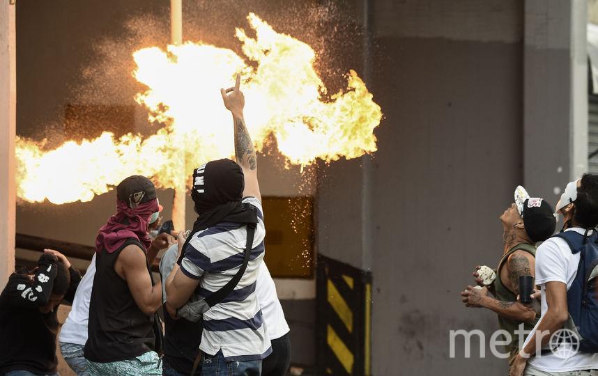 В Каракасе идут ожесточенные столкновения. Фото AFP
