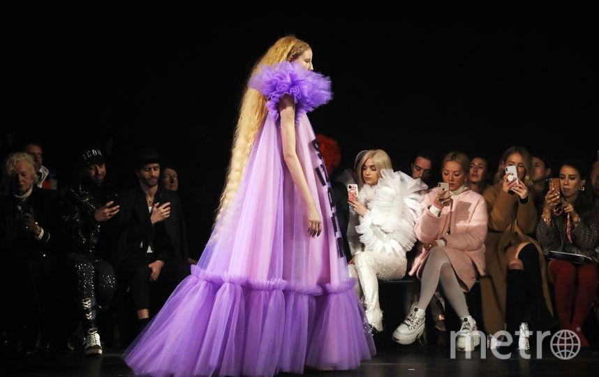 Показ Viktor&Rolf на Неделе моды в Париже. Фото AFP