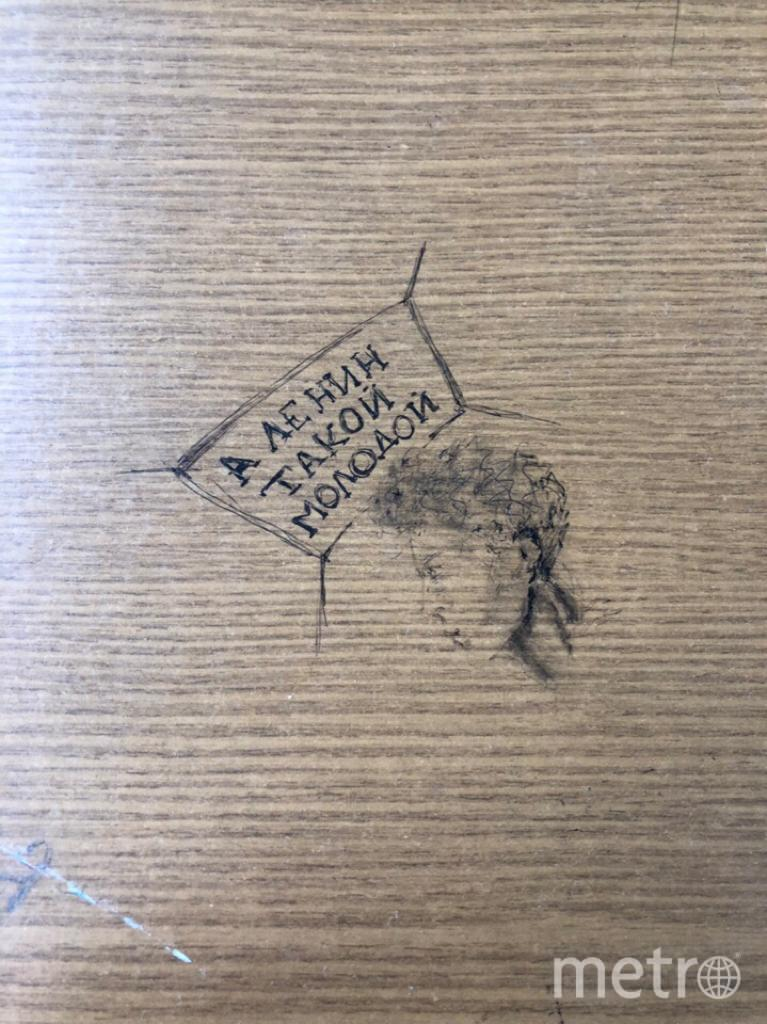 """1. Студенты МГУ рисуют Ленина больше похожим на Пушкина. Фото предоставлено студентами вузов, """"Metro"""""""