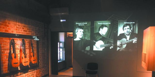 В 81-й день рождения Владимира Высоцкого открывается обновлённая экспозиция с личными вещами великого артиста и мультимедийными материалами: фотографиями, аудио- и видеозаписями.