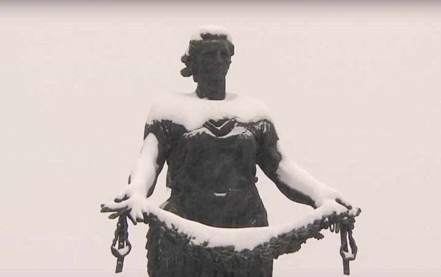 "Монумент ""Мать-Родина"". Фото Скриншот ""Пятый канал"", Скриншот Youtube"