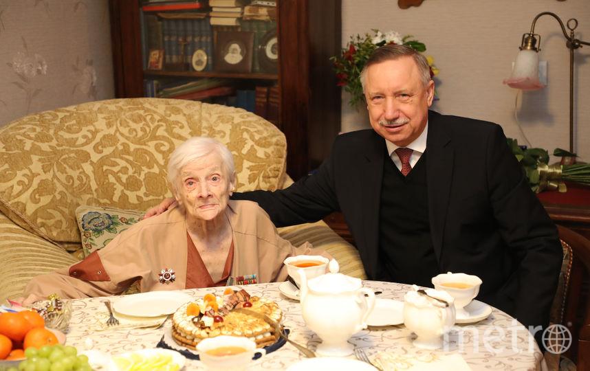 В Петербурге ветеран отметила 100-летний юбилей. Фото www.gov.spb.ru