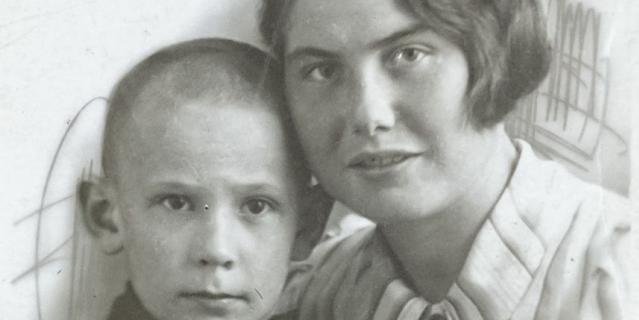 8-летний Вова Кондрашов со своей тётей Екатериной.