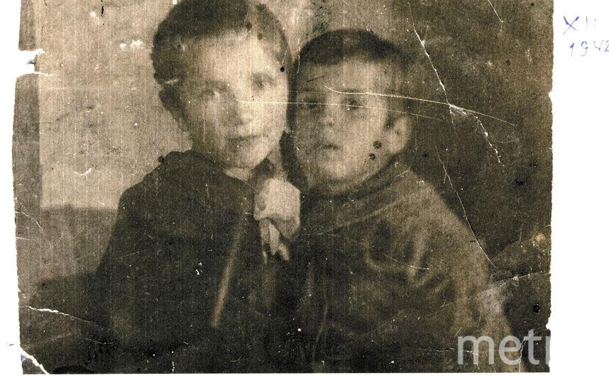 6-летняя Ира Калинина с братом Эриком. Фото фото предоставлены героями публикации и их родственниками.