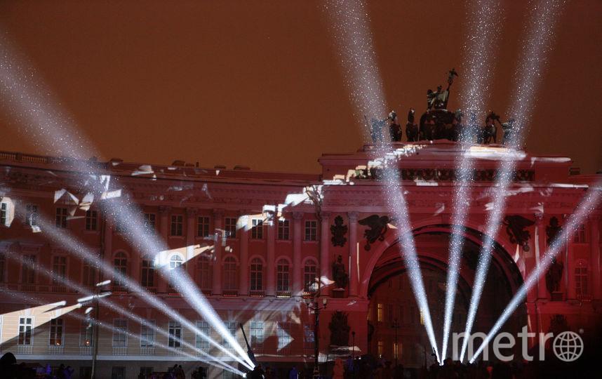 """Световое шоу на Дворцовой площади. Фото Святослав Акимов, """"Metro"""""""