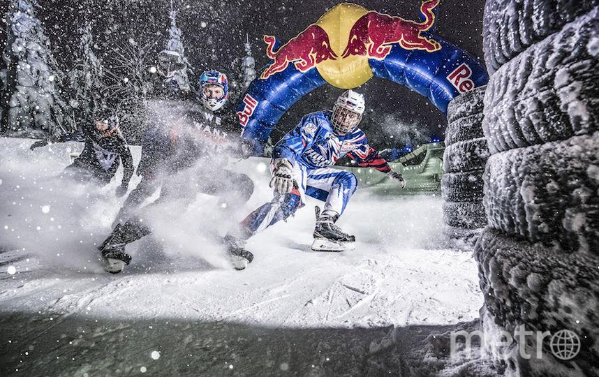 Этап в «Игоре» смотрелся особенно эффектно из-за снегопада, сквозь который мчались райдеры. Фото redbullcontentpool.com