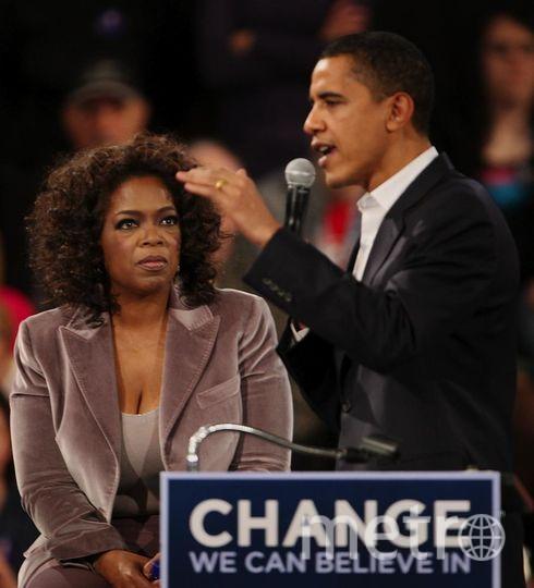 Опра Уинфри и Барак Обама. Ток-шоу в 2007 году. Фото Getty