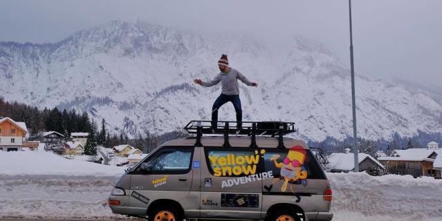 Анатолий верхом на своей 24-летней машине.